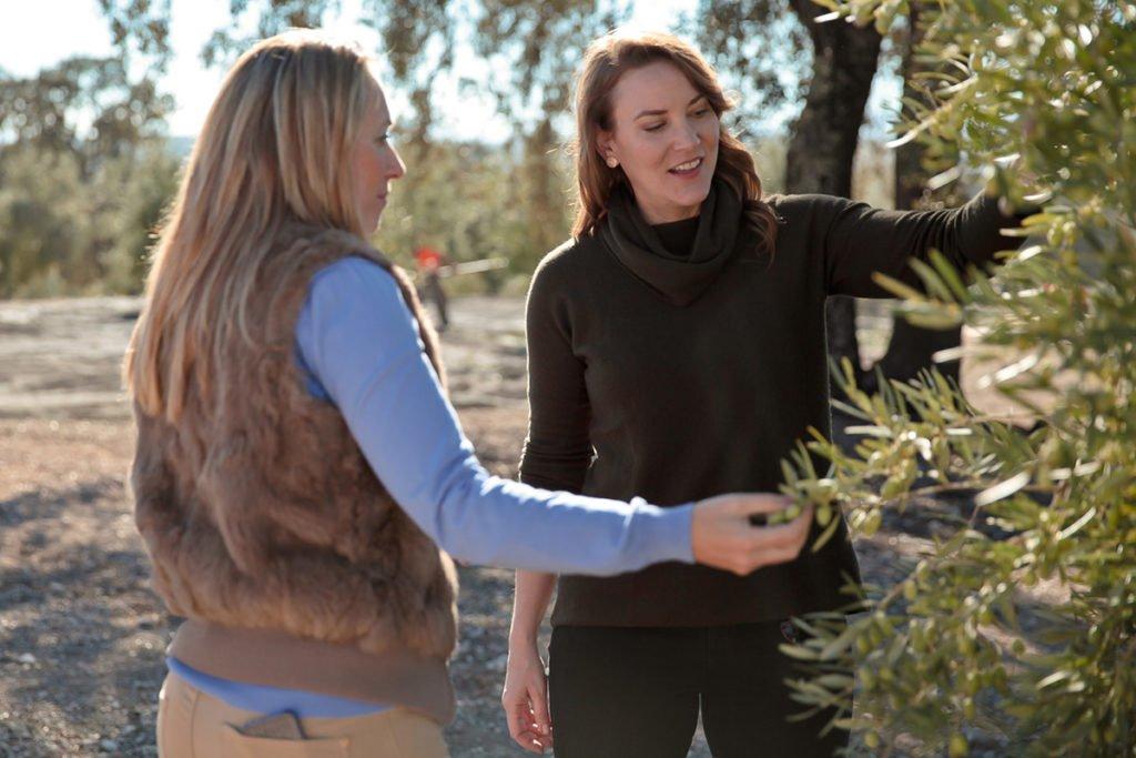 Joanne Lacina with Edurne Rubio in Villanueva de la Reina, Jaén.